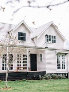 'Leisceior' Trentham - House