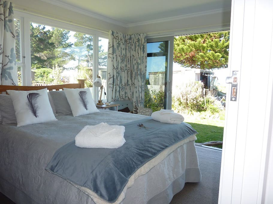 The Beach Front Bedroom is light and spacious with good storage for luggage under bed or desk, plus luggage rack. Towels, robes & home made body lotion provided.