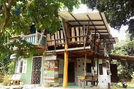 Room type: Private room Bed type: Real Bed Property type: Treehouse Accommodates: 1 Bedrooms: 1 Bathrooms: 1