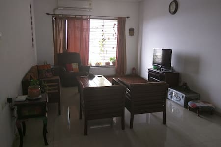 20 mins from airport, super comfortable house, with all amenities and home cooked meals on request, 24 Hr security, Free WiFi, ATMs, public transport. Private bath, fully loaded kitchen, access to the living room, spotlessly clean!