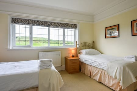 Twin Room No 3 - Seaford