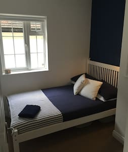 Modern Central Double Room - Guildford - Apartamento