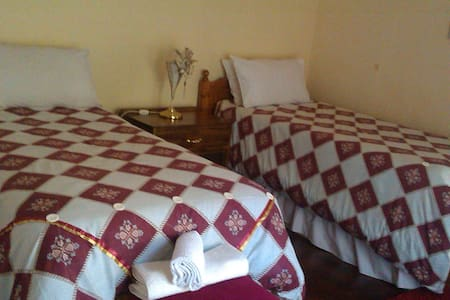 Crocodile Rock Guest Lodge - Bulawayo - Bed & Breakfast