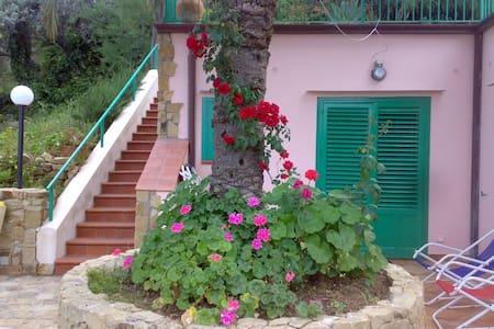 Haus mit Garten und Meerblick - Haus