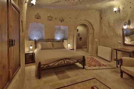 Vista Cave Hotel is located in Goreme National Park. Free WiFi access is available.  All units feature heating, a private entrance and an outdoor seating area. They are equipped with a desk and an electric kettle. Featuring a shower, private bathroom