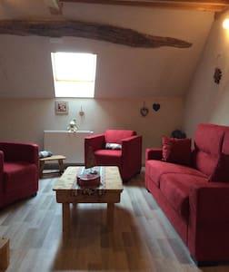Chambre, salon au cœur du vignoble - House