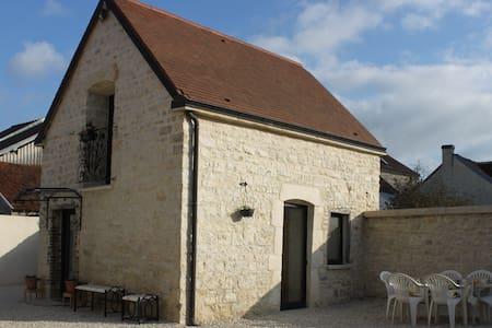 Charmante maison en pierre 1768 - House