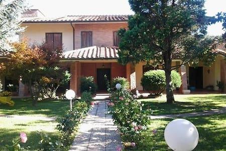 porzione di villa trifamigliare - Villa