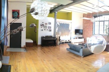 Superbe Loft 240 m2 / avec parking  - Schaerbeek - Loft
