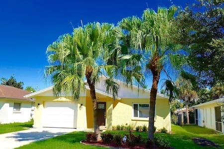 Alluring Naples Beach House - Nápoly - Ház
