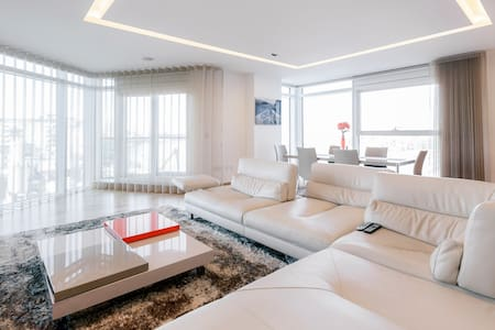 Zone 2, room in stylish flat. - Lejlighed