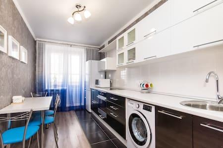 Уютная квартира на Серова 48 - Казань - Appartement