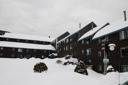 Ski in Ski out condo on Magic Mtn - Londonderry