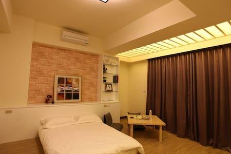 HERA 赫拉民宿 鄰近東港夜市、電梯雙人套房 - Bed & Breakfast
