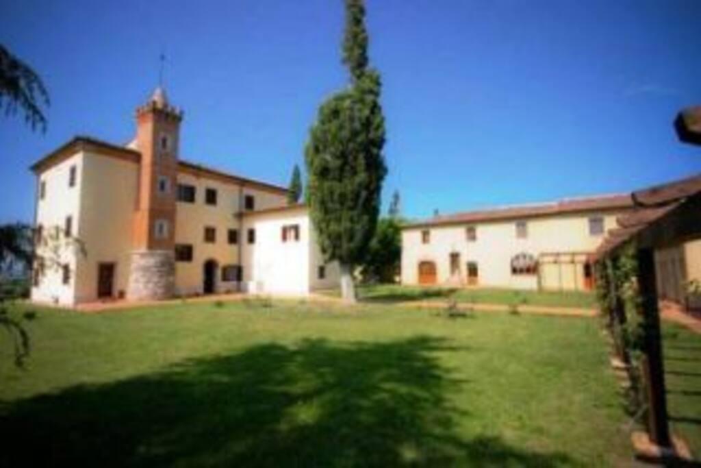Antique villa 9 apartments, 4 rooms