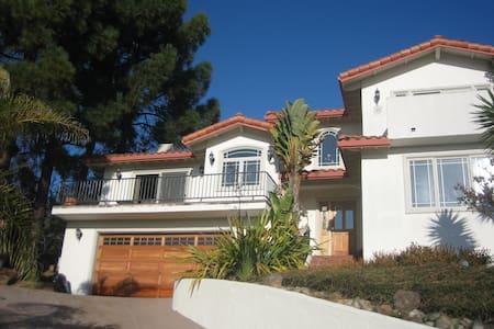 Heavenly Mediterranean Beach House - Rumah