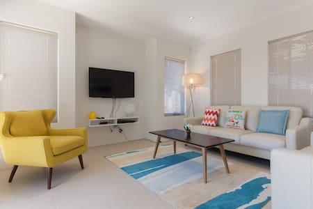 Modern Comfy Home 10 mins to City - Haus