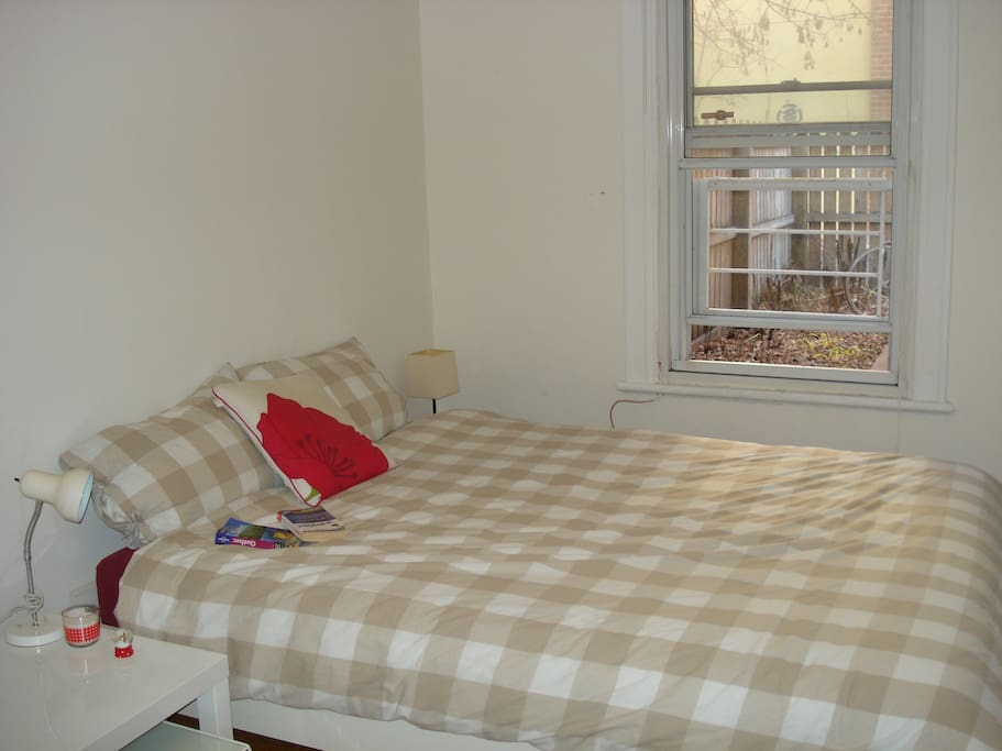 Double bedroom in the Plateau!