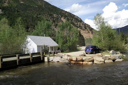 LIL HOUSE ON CLEAR CREEK IN HISTORIC SILVER PLUME - Maison