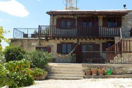 Jacaranda Village House - Kritou Tera - Huis