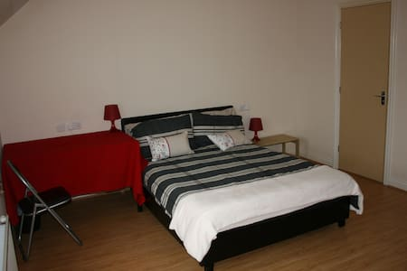 Extra spacious double bedroom, with en suite - Dartford - Townhouse