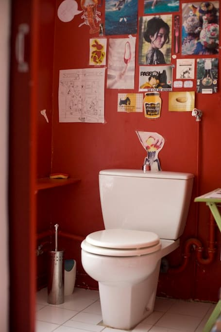 the POP toilette upstairs