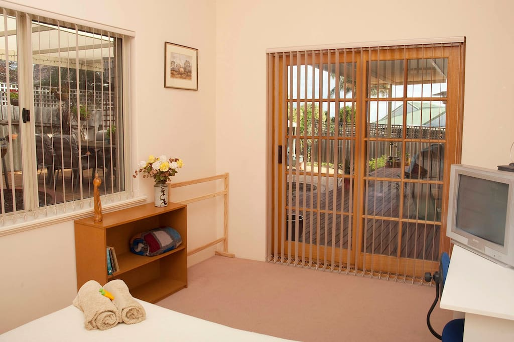 Inside garden vu bedroom overlooking the garden and decking.