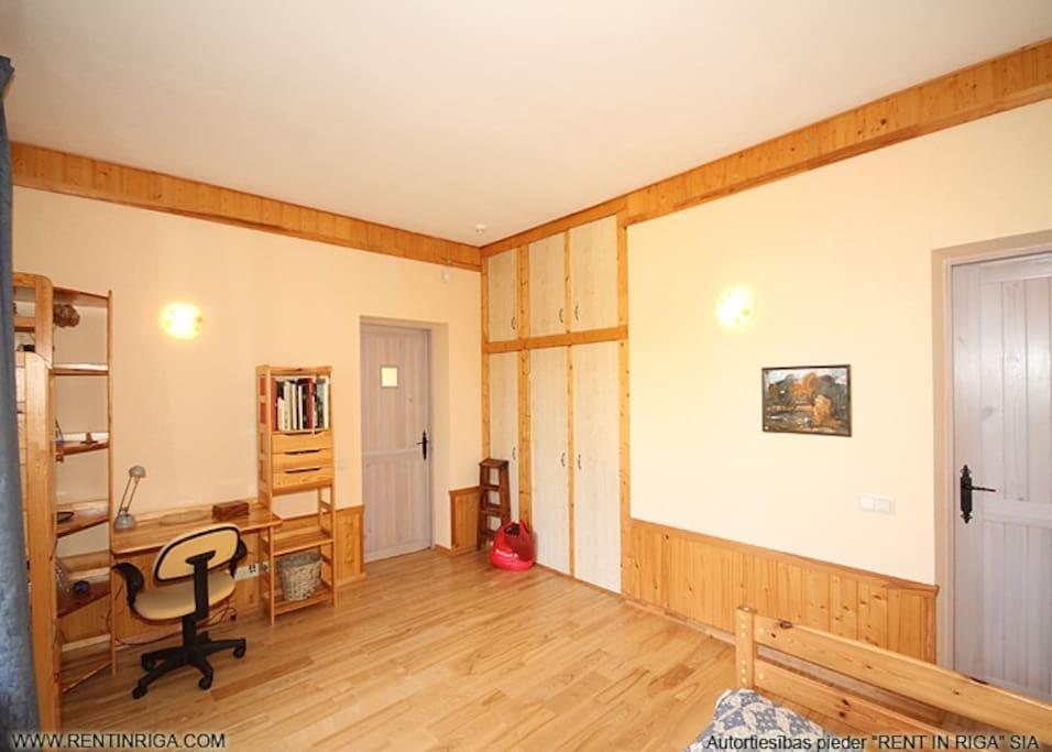 cпальня-3 (справа дверь в ванную)