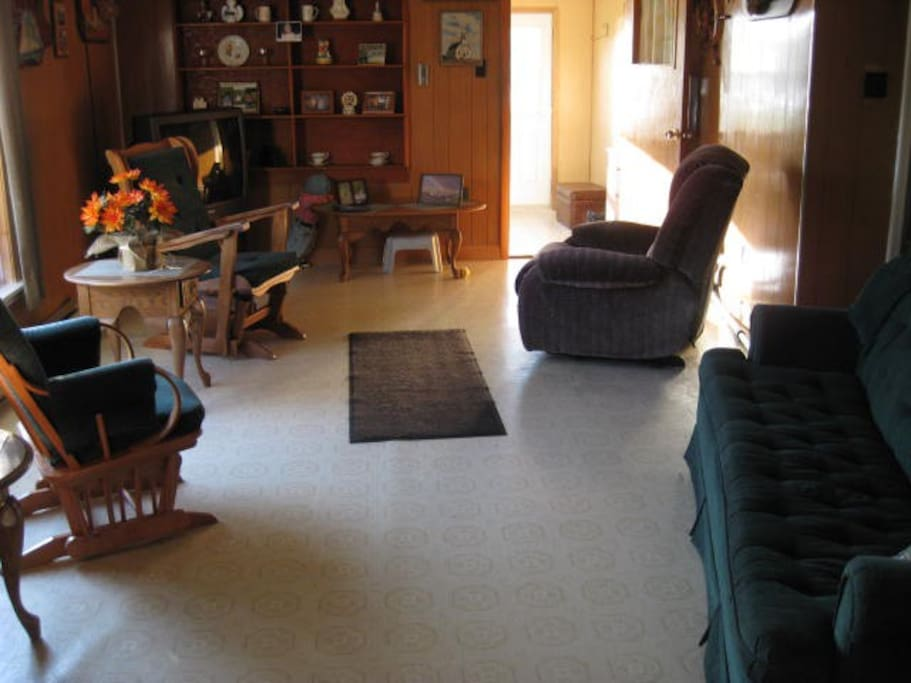 another pic of living room