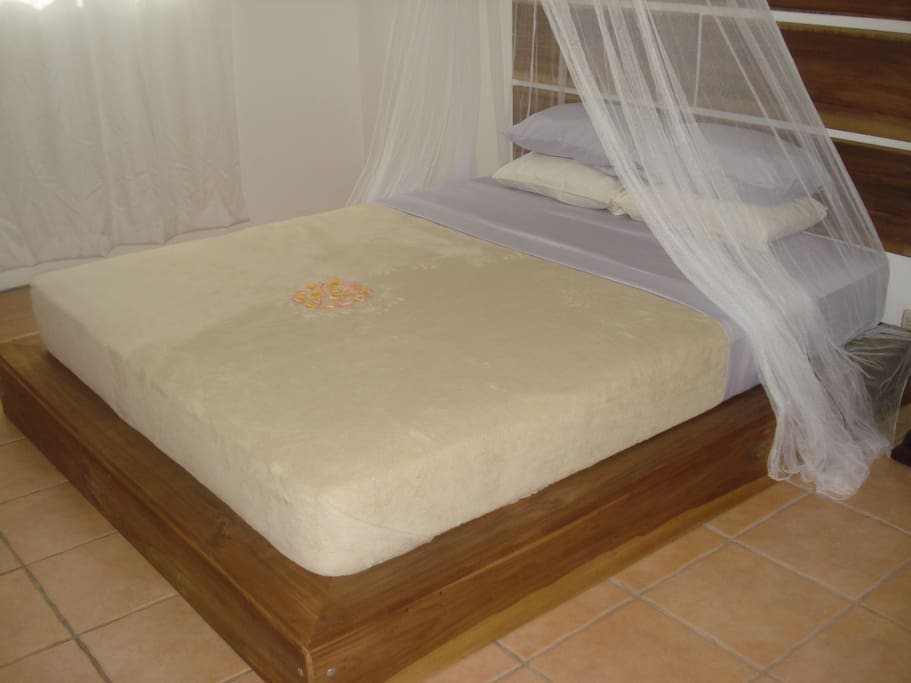 Both the Jasmine suite and Cinnamon suite have these Queen size beds