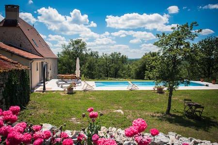 Location Gîte Piscine chauffée - Lentillac-du-Causse - Haus