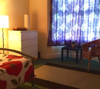 18.COMFORTABLE ROOM CLOSE TO CENTRE - House