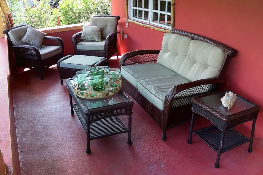 Large front porch, spend many nights relaxing with friend over drinks while coquis chirp away