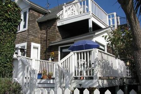 WOW GREAT PRICE BEACH HARBOR HOUSE!