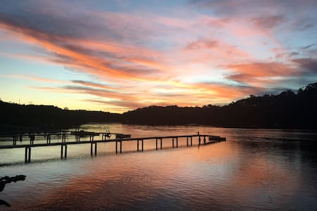 Waterfront with amazing views, brand new cottage. - Illawong