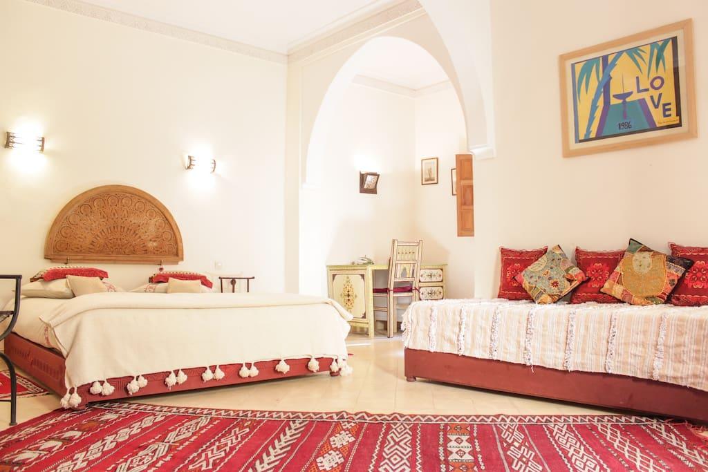 Suite Ouarzazate et coin bureau / Suite and desk