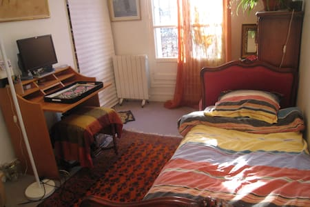 nice room for one person, paris 11