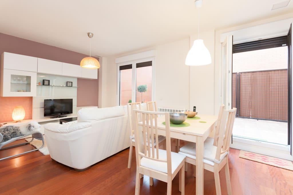 Cosy flat with terrace near subway