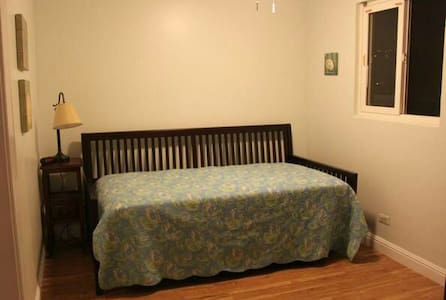 Small guest bedroom - Santa Fe Springs - Haus