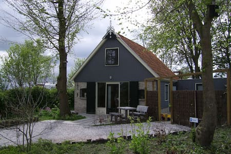 Cosy Holiday Home in Friesland - Maison