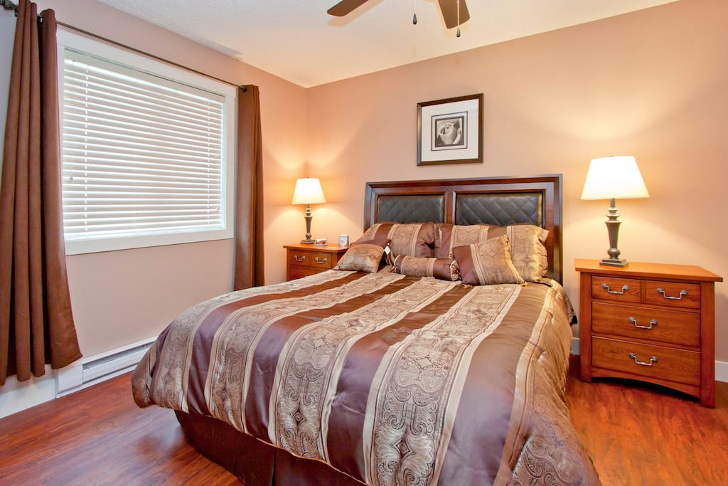 Osprey Master Bedroom with Queen Size bed
