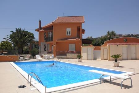 villa in campagna con piscina circo - Raffadali