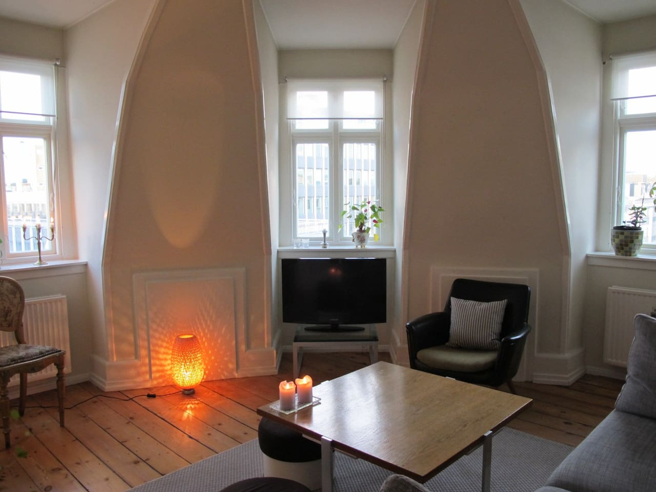 Living room with 3 bay windows