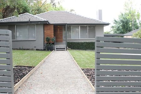 Stylist & Modern, Clean & friendly, Croydon - Croydon - House