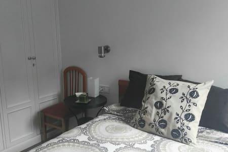 Dormitorio doble muy acogedor - Apartemen