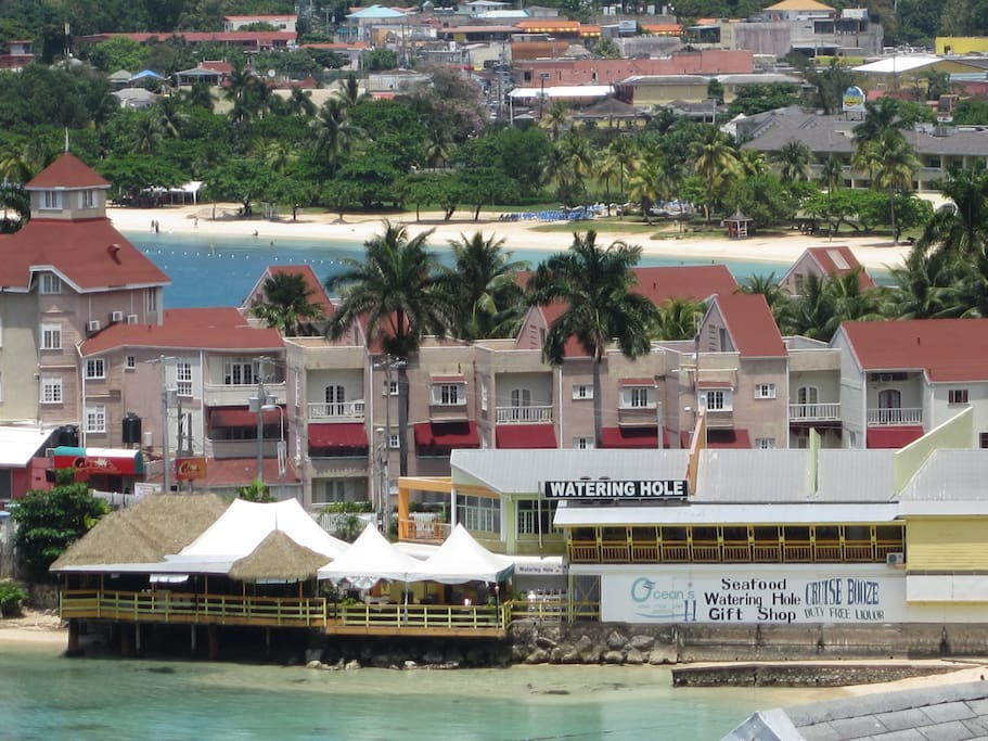 A view of Ocean 11's Watering Hole restaurant & bar (Fisherman's Point Road)
