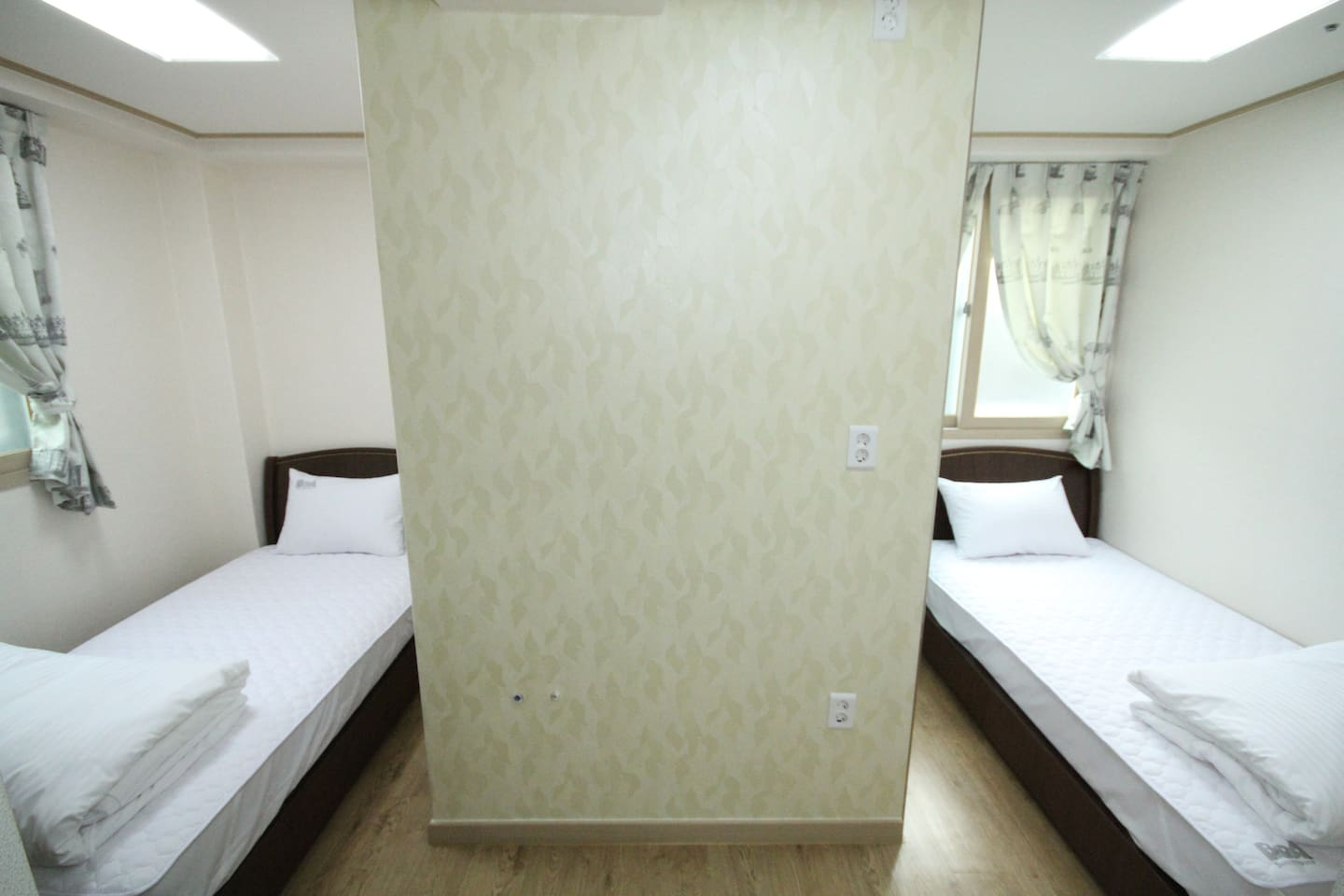 Private Twin room in Hongdae