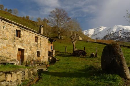 Typical mountain cabin in Cantabria - San Roque de Riomiera