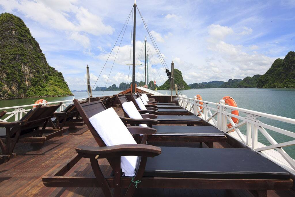 Private Cruises to visit Halong Bay
