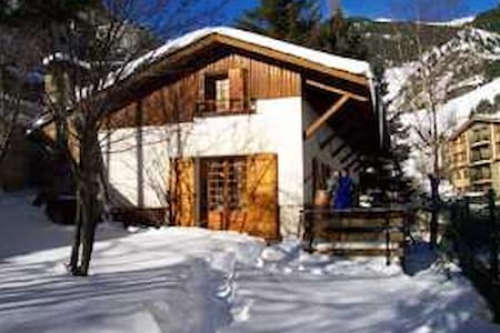 Room type: Entire home/apt Property type: Chalet Accommodates: 10 Bedrooms: 5 Bathrooms: 2